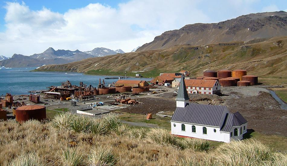 Erhalten und restauriert wurde die Whalers Church, die man in vorgefertigten Einzelteilen aus Norwegen nach Grytviken brachte und die zum Weihnachtsfest 1913 geweiht wurde.