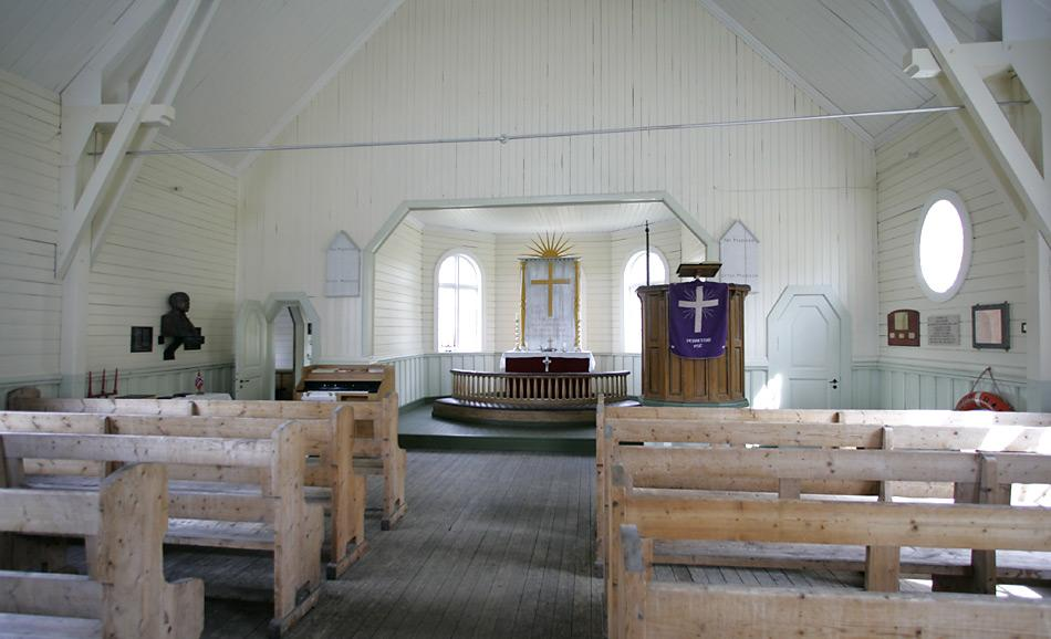Die Walfangstation Grytvikenist längst verlassen, nur noch gelegentlich werden Gottesdienste veranstaltet, vornehmlich an Weihnachten