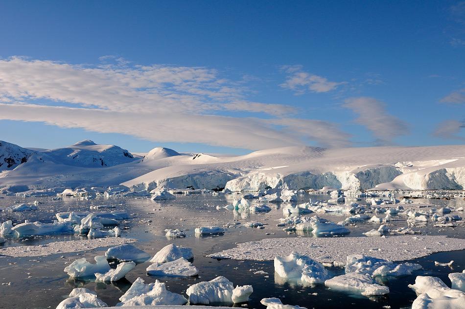 Die antarktische Halbinsel ist der nördlichste Teil von Antarktika. Aufgrund seiner Lage ist die meist besuchte Region der Antarktis und beheimatet auch zahlreiche Antarktisstationen. Bild: Michael Wenger