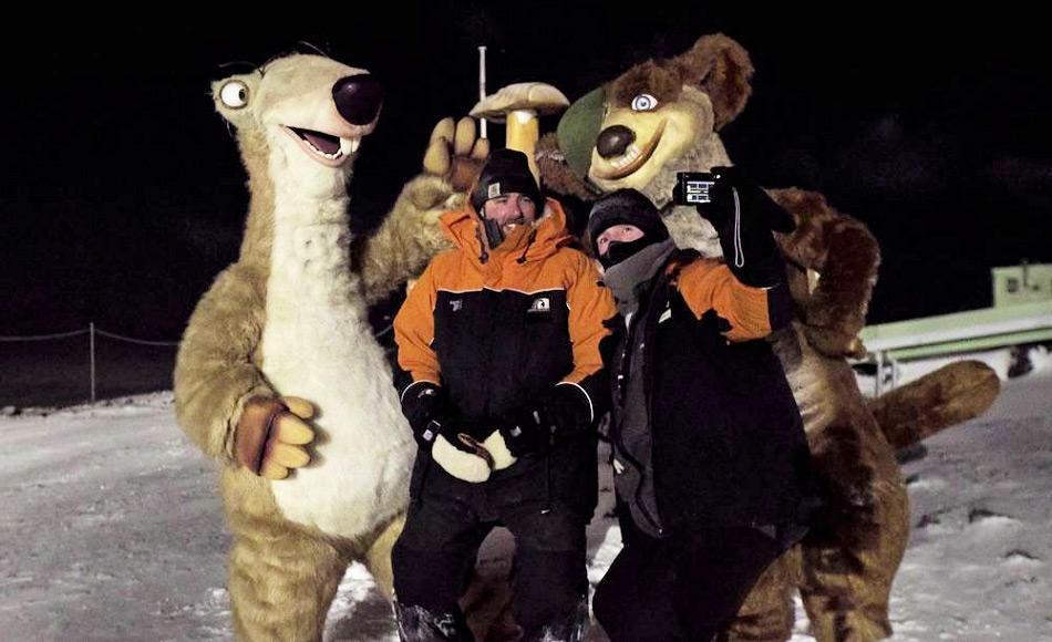Nicht nur Kinder sind von den Ice Age Figuren begeistert. Photo: Antony Powell