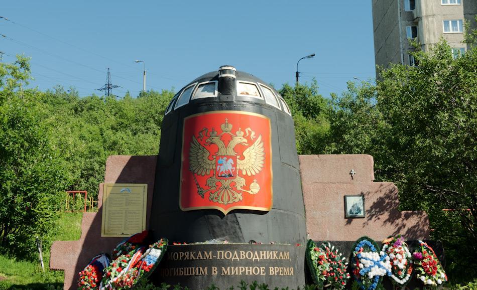 """Der Verlust des russischen U-Boots """"Kursk"""" im Jahr 2000 war einer der grössten Vorfälle mit nuklearbetriebenen U-Booten und kostete 118 Menschenleben. Ein Mahnmal in Murmansk erinnert an das Unglück, währenddessen der Reaktor nach Saida Bay zum Stilllegen gebracht wurde. Bild: Michael Wenger"""