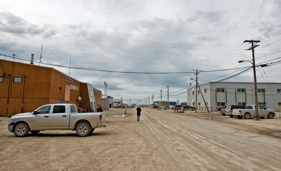 Trotz geopolitischer Spannungen ist die Zusammenarbeit zwischen den Arktisratsmitgliedern aufrecht gehalten worden. Sie arbeiten auf vielen Ebenen zusammen, wie zum Beispiel nachhaltige Entwicklung für die arktischen Bewohner und die Gemeinden wie hier Gjoa Haven in der kanadischen Arktis. Bild Michael Wenger