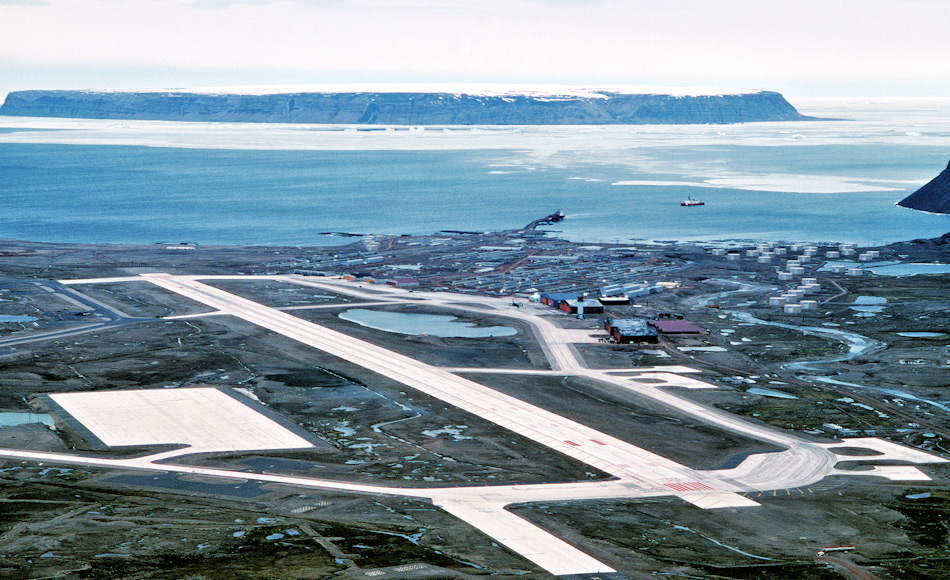 Obwohl sie die meisten Basen verlassen haben, besitzen die US Streitkräfte noch immer einen Fuss in der Tür von Grönland. Die Thule Luftwaffenbasis an der nordwestlichen Küste ist immer noch in Gebrauch. Bild: TSGT Lee E. Schading / US Air Force