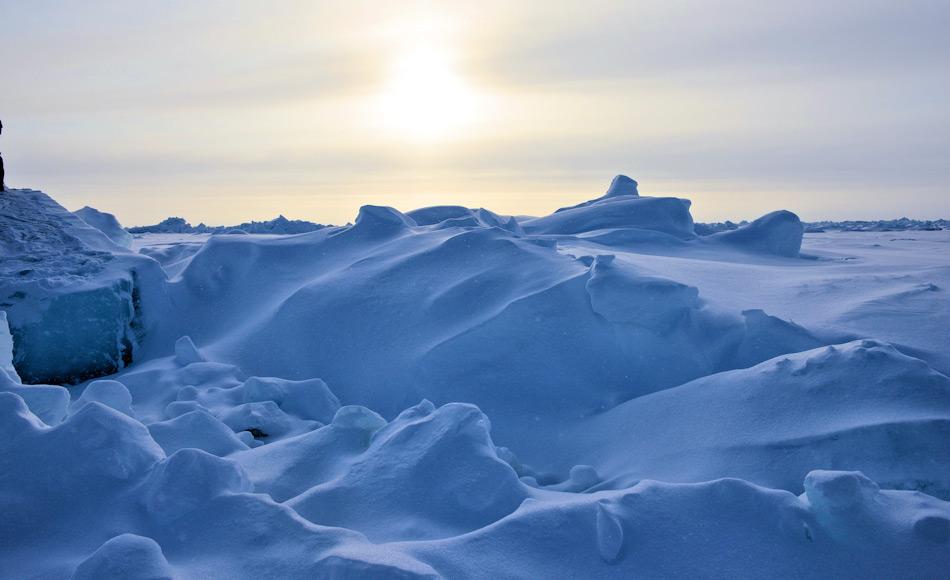 Die Temperaturen am Nordpol liegen normalerweise bei rund -15°C im Mai und bei etwa -30° im Winter, mit Abweichungen. Doch in den vergangenen Winter wurden ungewöhnliche Anstiege verzeichnet. Die neueste Abweichung liess die Temperaturen um die 0°C ansteigen, was zu einem Abschmelzen des Meereises führen kann. Bild: Michael Wenger