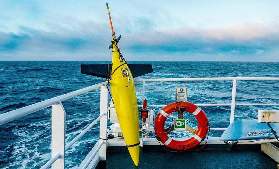 Der geborgene Seaglider an Bord der MV «Plancius». Seit 2008 setzt das Alfred-Wegener-Institut Unterwassergleiter ein, um ozeanographische Messungen in der nördlichen Framstrasse durchzuführen. Foto: Katja Riedel