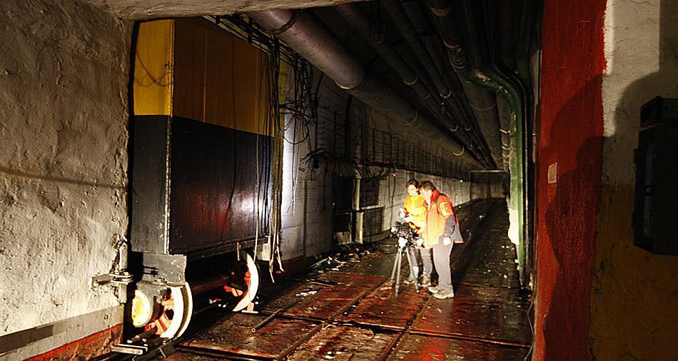 Meterdicke Rolltore schützten die gelagerten Atomsprengköpfe und Raketen.