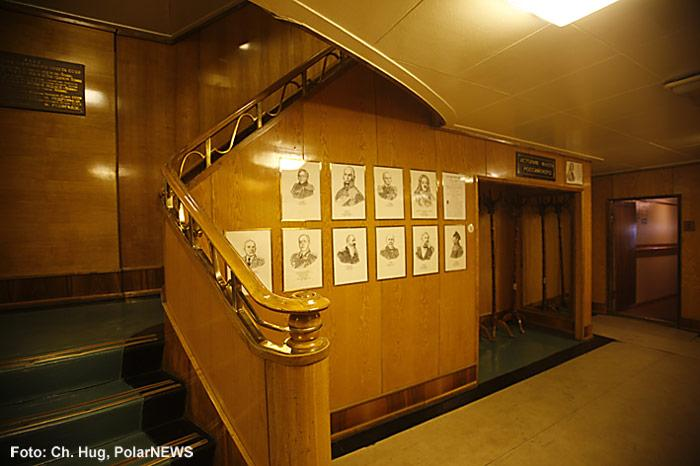 020-Eisbrecher-Lenin-Treppenhaus