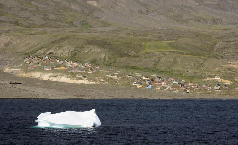 Kleinere Gemeinden wie Siorapaluk an der Westküste Grönlands sind vom Meereis stark abhängig wegen Verkehr und Jagd. Doch mit den Verzögerungen und dem instabileren Eis müssen sich die Menschen anpassen und ihre Lebensweise verändern, oft nicht zum Besseren. Bild: Heiner Kubny