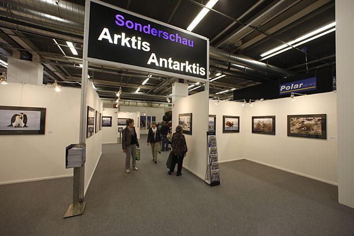 Schon von weiten gut zu erkennen, der Eingang zur Ausstellung.